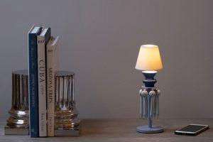 Книги и подставки для книг