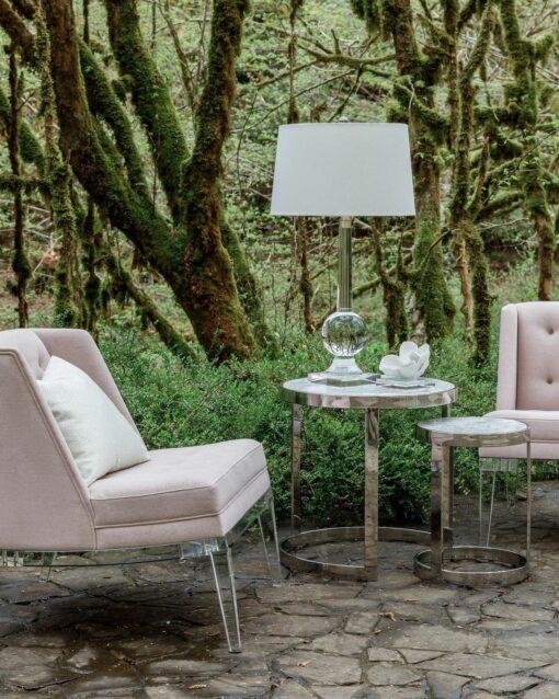 Розовое кресло Theodore Alexander